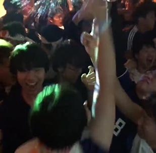 与成功擦肩而过:日本VS比利时比赛后的日本球迷