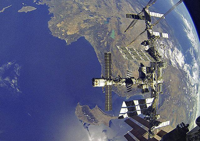 """俄""""联邦""""号载人飞船将于2025年4月前飞往国际空间站"""