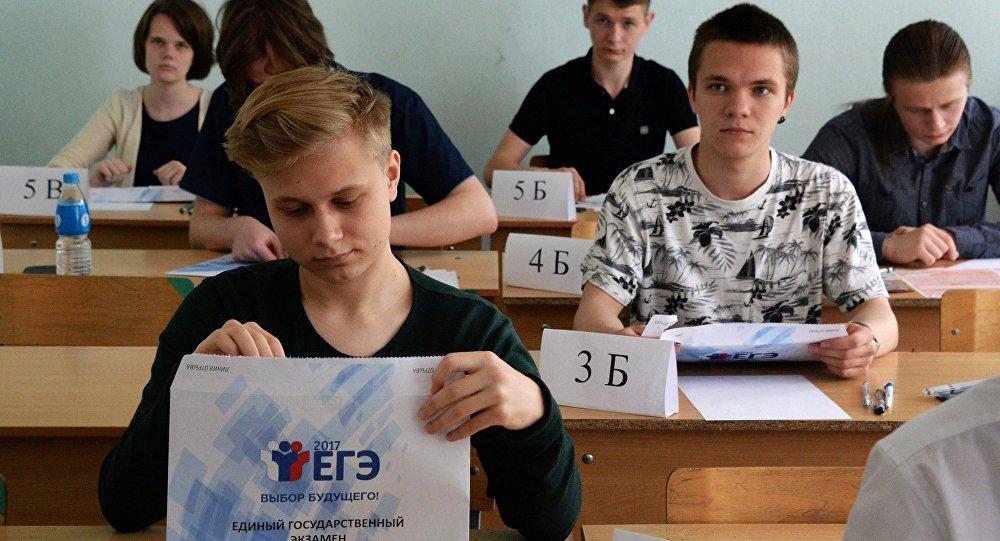 """77岁老人将参加2018俄罗斯""""高考"""""""