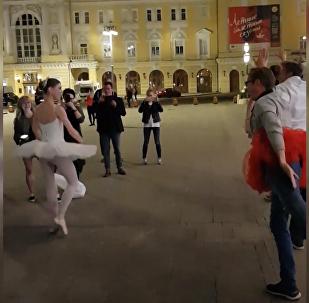 俄芭蕾舞演員為看俄羅斯VS西班牙球賽中斷演出