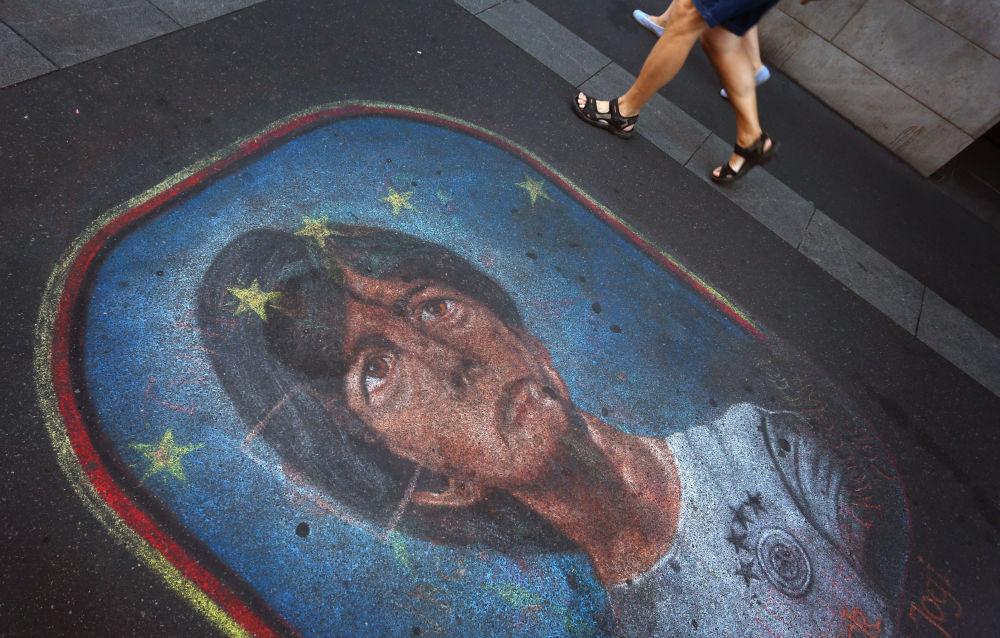在德國瀝青路上,畫著德國國家隊主教練勒夫。