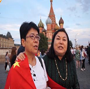 世界杯期間,外國球迷都買了哪些俄羅斯紀念品呢?