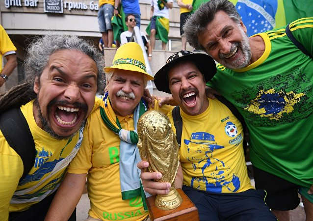 世界各地球迷對世界杯的問候視頻開始在莫斯科的有軌電車上播出