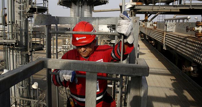 马杜罗:委内瑞拉计划在2019年中期前将原油日产量增至250万桶