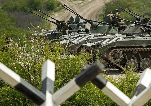 參加「國際軍事比賽-2018」的中國車隊抵達俄羅斯