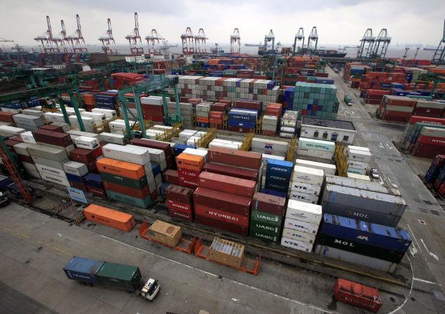 中国海关总署:1-4月中国货物贸易进出口总值9.51万亿元 顺差扩大31.8%