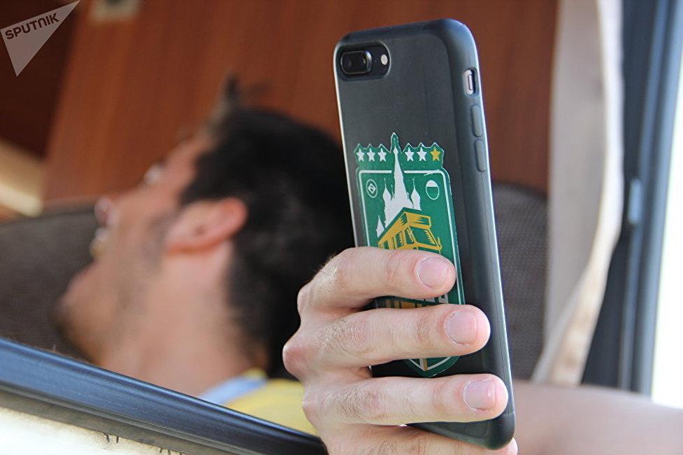 巴西球迷們自己設計了可以隨處粘的貼紙
