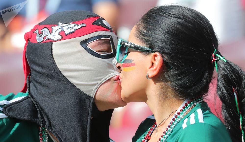 在德國和墨西哥的小組賽開始前的墨西哥球迷。
