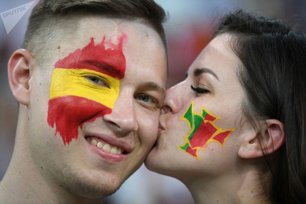 在2018年世界杯上,在葡萄牙和西班牙小组赛前的西班牙球迷。