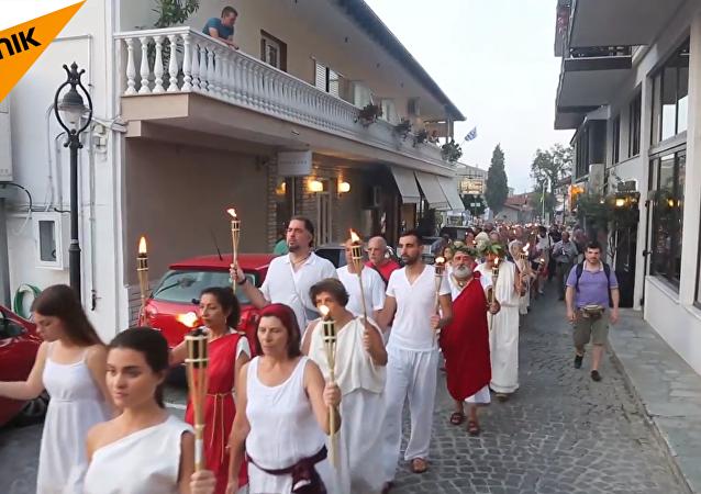 希腊诸神的信仰者集聚奥林匹斯山