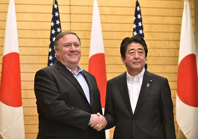 日本首相:東京望與美國合作解決地區安全問題