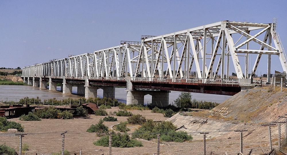 阿富汗-烏茲別克友誼橋 (泰爾梅茲市)