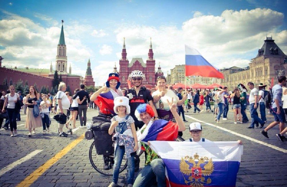 与俄罗斯朋友摄影留念