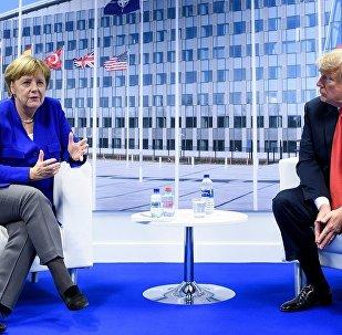 特朗普和默克爾在北約峰會期間討論多項問題