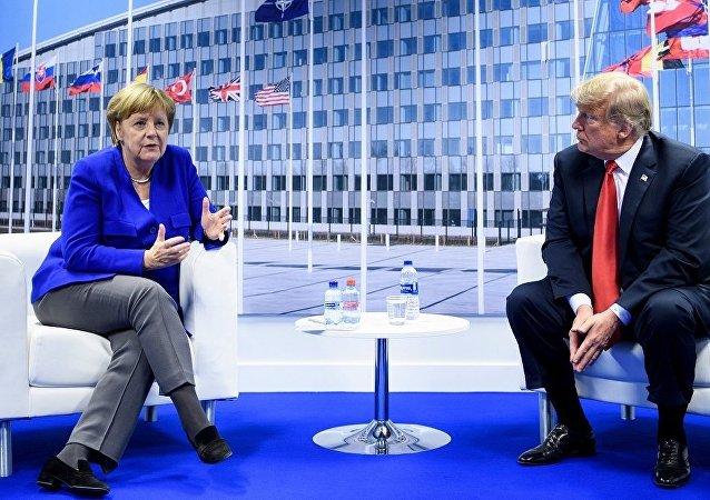 特朗普和默克尔在北约峰会期间讨论多项问题