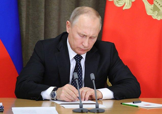 普京将对实行反俄制裁国家的食品禁运延长至2019年底