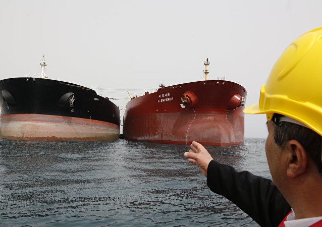 白宫认为美国对伊朗的制裁不会导致国际市场原油供应短缺