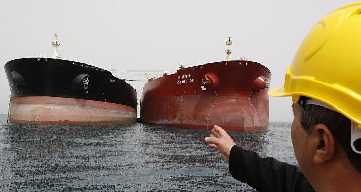 美财政部:美准备对俄中以及任何继续购买伊朗石油的国家进行制裁