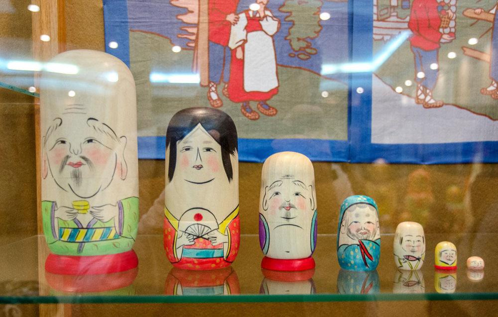 帶有佛教聖者弗庫魯馬形象的日本套娃。