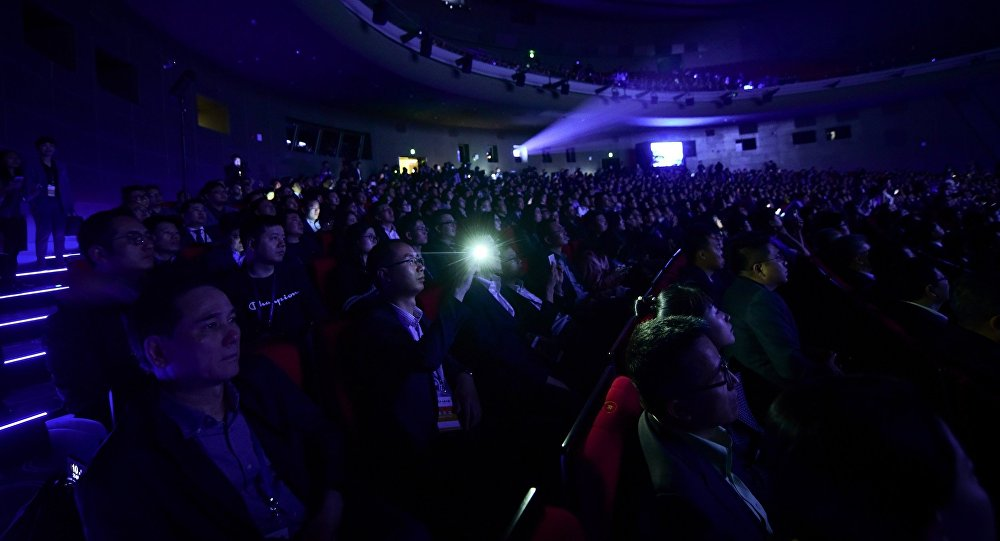 目前,中国票房收入在逐渐接近北美指数。根据中国艺恩网统计,2018年前6个月,中国电影票房收入高达316亿美元,同比增长了17.8%。