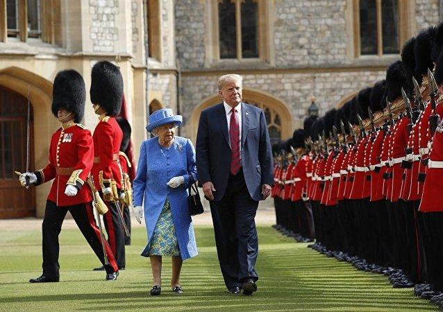 特朗普和伊麗莎白二世的「茶話會」超時