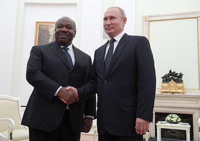加蓬总统阿里•邦戈•翁丁巴与普京