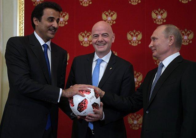 普京出席向卡塔尔转交下届世界杯足球赛举办权的仪式