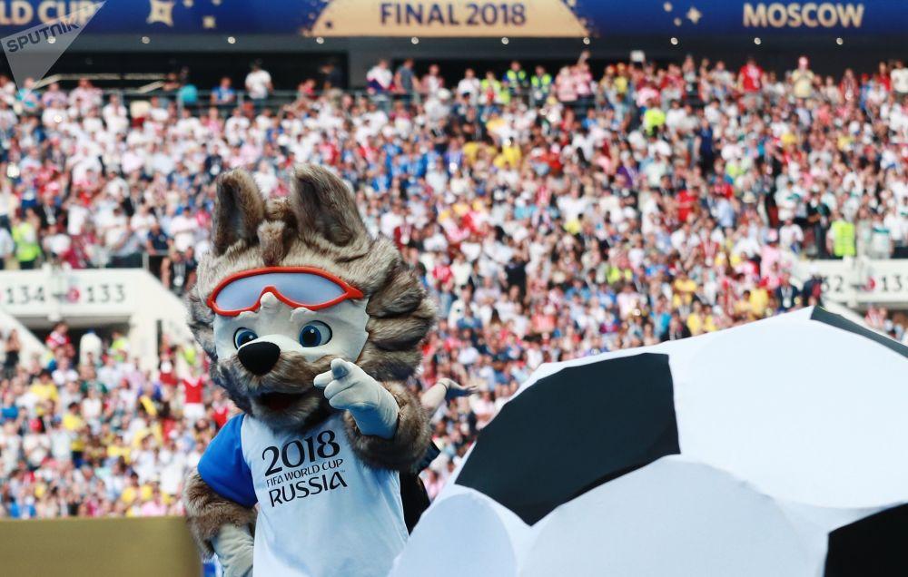 吉祥物扎比瓦卡在2018俄羅斯世界杯閉幕式上