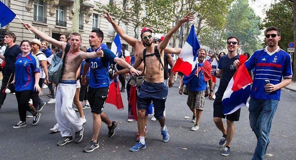 法国队世界杯夺冠引发该国多地骚乱