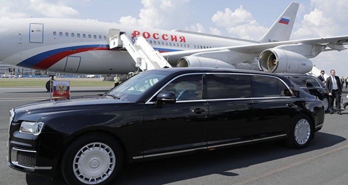 普京乘「車隊」項目國產加長轎車從赫爾辛基機場駛往市內