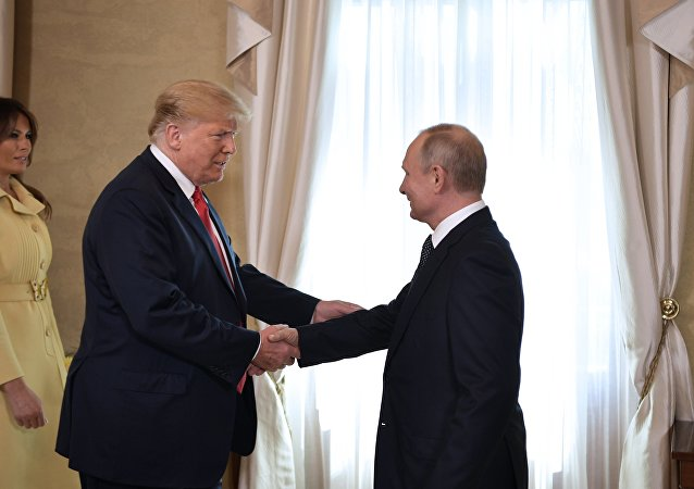 俄罗斯总统普京(右)和美国总统特朗普