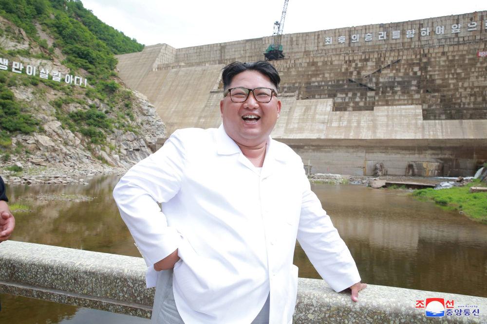 朝鮮領導人金正恩在平壤視察建設中的Orangchon電廠。