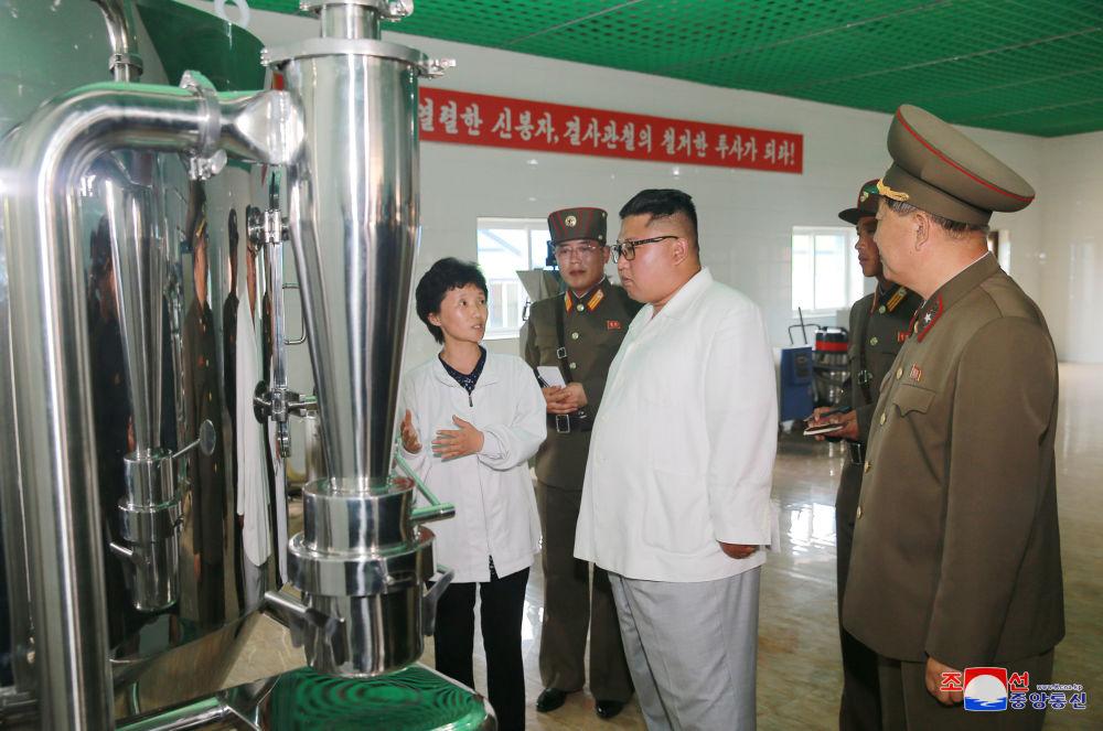 朝鮮領導人金正恩考察平壤的漁業。