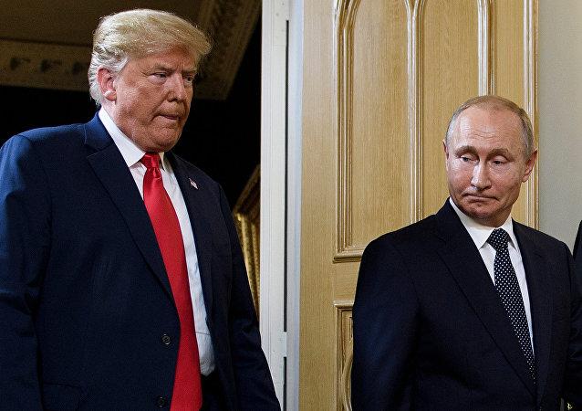 俄羅斯總統普京(右)和美國總統特朗普