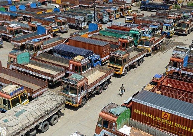 印度全国超900万卡车司机开始无限期罢工