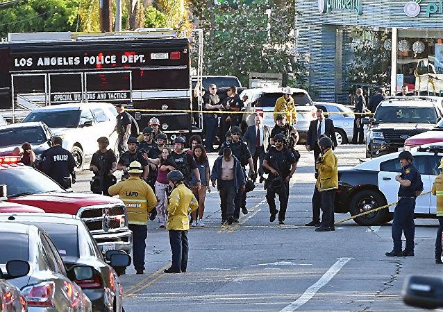 洛杉矶凶犯躲避警察闯入商店 导致店内一名女性死亡