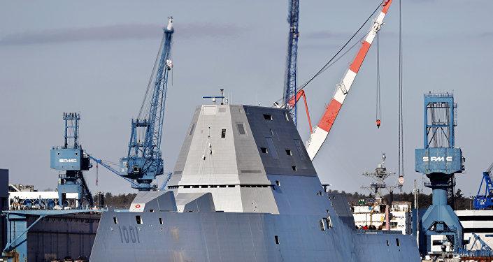 「邁克爾·蒙蘇爾」號隱身驅逐艦