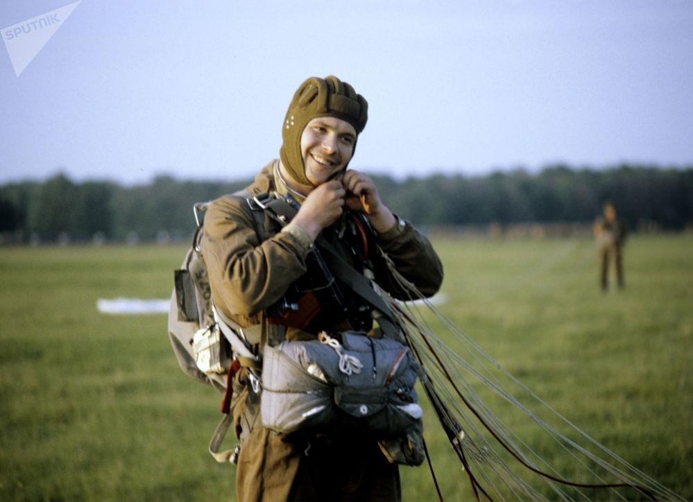 苏联流行体育运动——跳伞