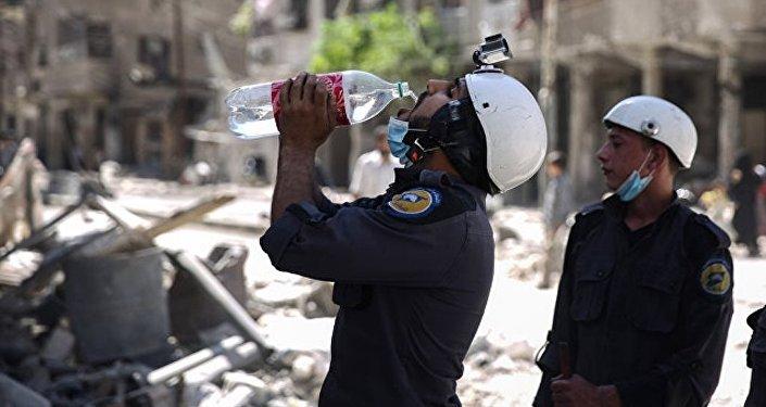 """叙利亚外长:""""白盔""""为在在伊德利卜发起化武挑衅行动绑架44名儿童"""