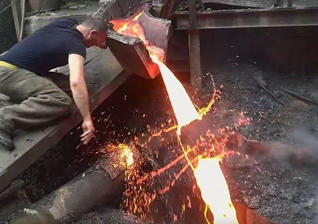煉鋼工人特技讓美國人嘆為觀止