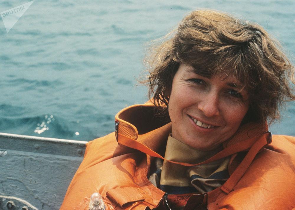 """联盟-TM20宇宙飞船上的宇航试飞员,工程师叶莲娜∙孔达科娃在加加林宇航培训中心的""""海洋""""训练器的训练期间。"""