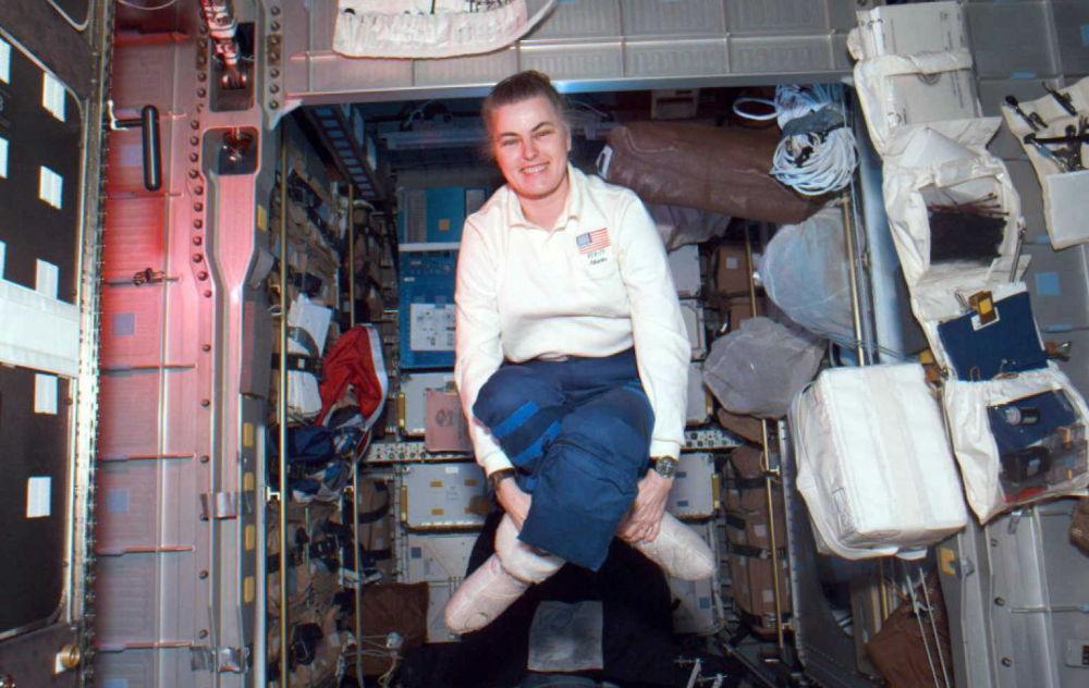 女宇航员珊农∙露茜德。