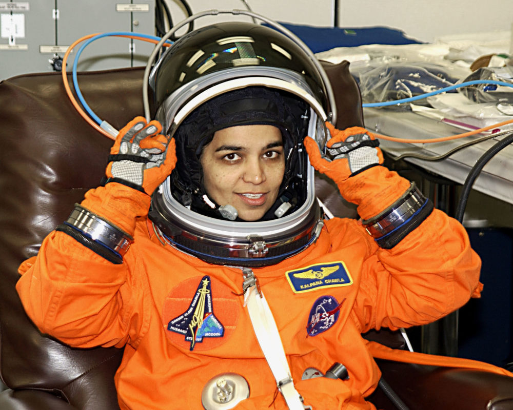印裔美籍宇航员卡尔帕娜∙乔拉在飞行培训期间。