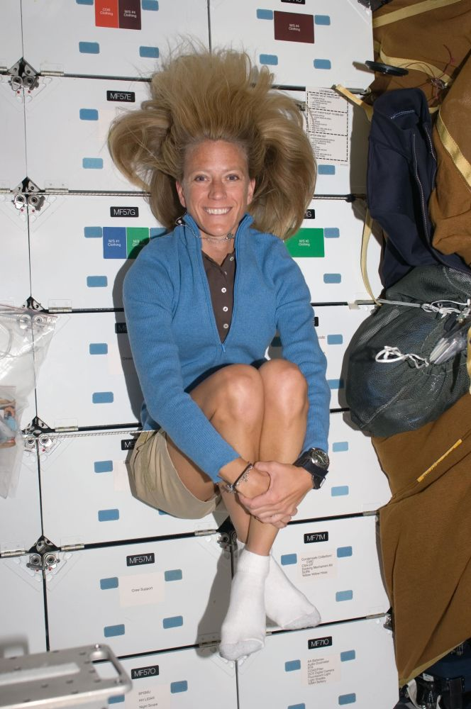 美國女宇航員凱倫∙尼貝格在國際空間站對接時的中間艙。