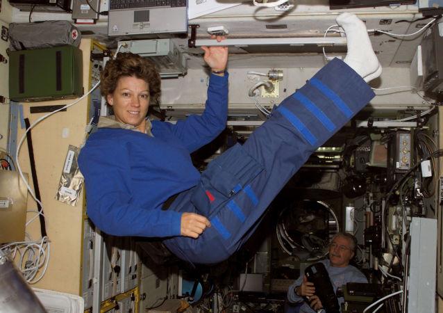美国很多宇航员渴望成为首位登陆月球的女性