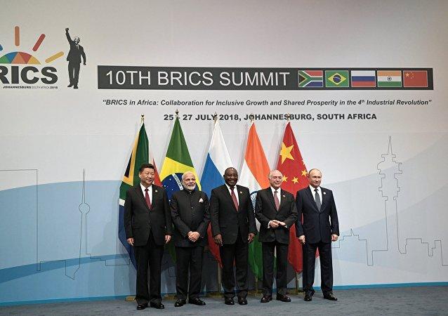 金磚國家領導人拍照時國旗被搞混