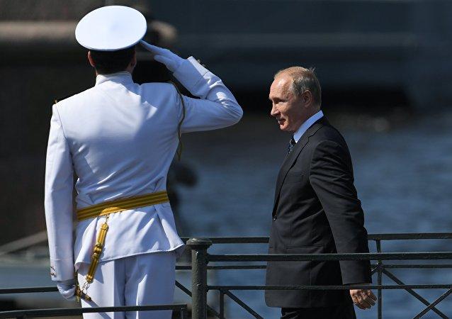 普京出席聖彼得堡海軍日閱兵式