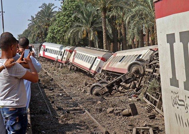 埃及衛生部:埃南部發生火車脫軌事故致6人受傷