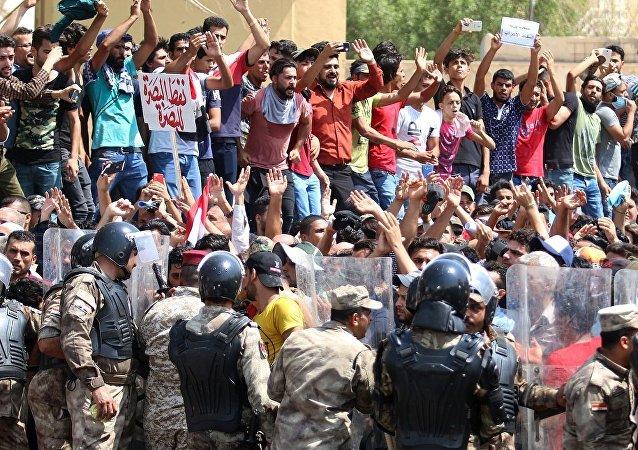巴士拉抗议活动