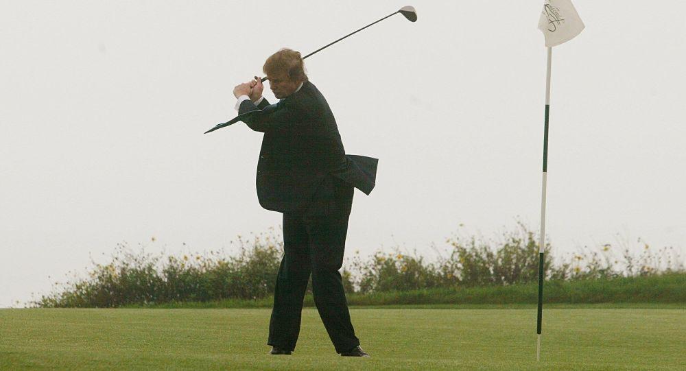 特朗普在白宫里布置高尔夫球场